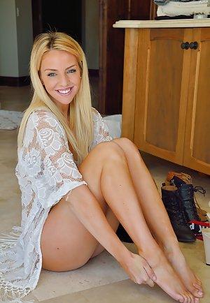 Blonde Pussy Porn Pics