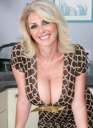 Cougar Pussy Porn Pics