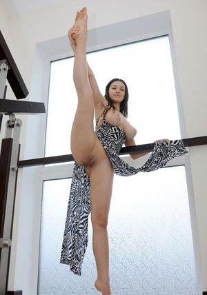 Flexible Pussy Porn Pics